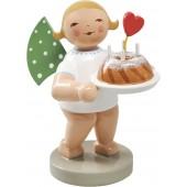 Engel mit Kuchen und Herz, stehend